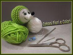 First Steps amigurumi: Let amigurumi with a hedgehog Crochet Art, Irish Crochet, Crochet Animals, Crochet Toys, Loom Knitting, Knitting Patterns Free, Crochet Patterns, Doll Amigurumi Free Pattern, Amigurumi Doll