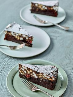 Nadiya Hussain's rocky road cake is a real winner of a recipe. The gooey rocky road topping is perfect with the luxurious chocolate cake underneath. Cake Recipes For Kids, Easy Cake Recipes, Baking Recipes, Baking Ideas, Sweet Recipes, Yummy Recipes, Dessert Recipes, Wiener Schnitzel, Meals