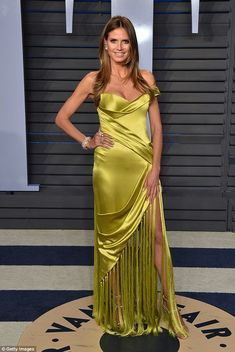 Heidi Klum, Naomi Campbell, & More Models Stun at Vanity Fair Oscars Party Photo Heidi Klum, Naomi Campbell, and Kate Upton look amazing on the carpet at the 2018 Vanity Fair Oscar Party at the Wallis Annenberg Center for the Performing Arts… Home Fashion, Beauty And Fashion, Star Fashion, Heidi Klum, Satin Dresses, Strapless Dress Formal, Nice Dresses, Gowns, Padma Lakshmi