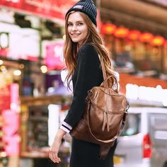 Selma is the ideal bag to carry on all your travels with class and comfort. It will give your style a new breath of originality and novelty with its vintage style and its various transport positions thanks to its multiple shoulder straps. Style Retro, Style Vintage, Vintage Fashion, Leather Backpack, Women's Backpack, Types Of Fashion Styles, Leather Fashion, Traveling By Yourself, Accessories