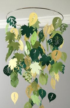 Falling leaves mobile (summer) green and yellow- boy room mobile,nursery mobile,baby boy mobile,photo prop,baby mobile Fallende Blätter mobile Sommer grün und gelb-Boy Zimmer Fall Crafts, Diy And Crafts, Crafts For Kids, Paper Crafts, Decoration Creche, Boy Mobile, Fall Leaf Garland, Deco Nature, Safari Party