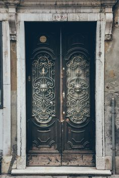 red bench vintage // anotherboheminan: Door in Venice, Italy (by...