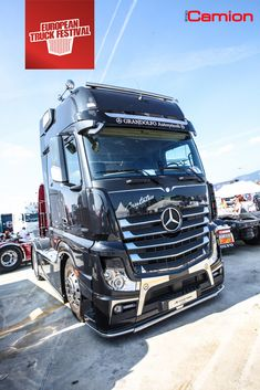Semi Trucks, Big Rig Trucks, Mobile Marketing, Classic Trucks, Classic Cars, Mercedes Benz Commercial, Mb Truck, Truck Festival, Mercedes Benz Trucks