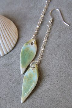 Snazzy dangle teardrop earrings, made from the best quality porcelain and sterling silver components. Porcelain Jewelry, Ceramic Jewelry, Clay Jewelry, Jewelry Art, Jewelry Design, Jewellery, Unique Necklaces, Unique Earrings, Earrings Handmade