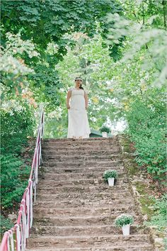 stair case aisle #weddingceremony #outdoorwedding #weddingchicks http://www.weddingchicks.com/2014/04/22/breezy-beautiful-picnic-wedding/