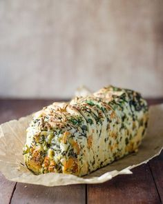 Garlic Herb and Cheese Pull Apart Bread ~ yeast dough risen and punched down; roll out and layer with garlic herb cheese mixture; bake until done and golden. Side Dish Recipes, Bread Recipes, Cooking Recipes, Croissants, Herb Bread, Cheese Bread, Garlic Cheese, Garlic Bread, Pull Apart Bread