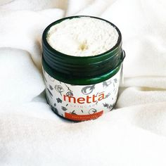 @mettaskincare's Organic Body Butter has got the softest fluffiest texture ever that melts on contact. It's got rare certified organic Shea Nilotica Butter, Organic Grapeseed Oil, Organic Cacao Butter, and Organic French Lavender Essential Oil. This is one of my top fave body butters and if you wanna win your own @green.ophelia is having a giveaway ! #bodybutter #cleanbeauty #ecobeauty #ecoclean #greenskincare #wellness #organicskincare #organicbeauty #organic #skincare #greenmakeup…