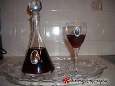Great recipe for Homemade pomegranate liqueur. Shiny, totally red and Christmassy with a fine taste, worth trying. Recipe by MAGEIRISSA Pomegranate Seeds, Greek Recipes, Wine Decanter, Cooking Time, Liquor, Barware, Alcoholic Drinks, Jar, Gourmet