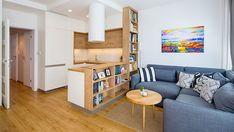 V jednoduchosti je krása, panelákový byt prokoukl díky kombinaci bílé barvy adřeva
