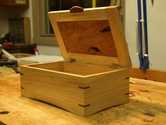 Simple wood boxes I want to use the lid construction for the