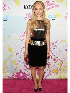AnnaSophia Robb totally nailed her look at the world premiere of The Carrie Diaries!
