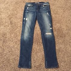 """Joe's Jeans Chelsea skinny distressed Amazing Chelsea fit, phoebe wash. Distressed in all the right places. 34"""" inseam. Excellent condition. Joe's Jeans Jeans Skinny"""