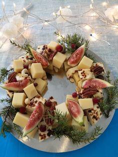 Päivi leipoo: Juustotarjotin Christmas Kitchen, Cheese, Drink, Winter, Desserts, Recipes, Food, Winter Time, Tailgate Desserts