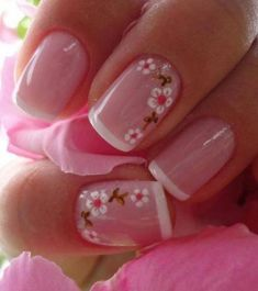 Opting for bright colours or intricate nail art isn't a must anymore. This year, nude nail designs are becoming a trend. Here are some nude nail designs. Fancy Nails, Trendy Nails, Sparkle Nails, Nail Manicure, Toe Nails, Gelish Nails, Nail Polish, Nagellack Design, Pink Nail Designs