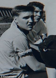 Pictured: Young Elvis rocks this girl's world with a kiss on the cheek and a rose in these unseen photos of the King's Army days Elvis Presley Hair, Elvis Presley Photos, Rare Elvis Photos, Rare Photos, Rock And Roll, Army Day, Young Elvis, Rare Pictures, Girls World