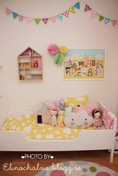 colourful kidsroom Bed - ikea, dolls/pillows - lucky boy sunday, sirlig, kokokoshop, piggyhatespanda, Farg och form /elinochalva.blogg.se