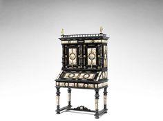 Венское конца 19 века, золоченая бронза, эмаль, установленный черненое бюро-шкаф