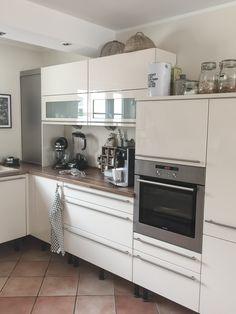 Küchen-Makeover: neuer Glanz in alter Küche! – mikaswohnsinn Old Kitchen, Apartment Kitchen, Black House, Home And Living, Sweet Home, New Homes, Kitchen Cabinets, Layout, Interior Design