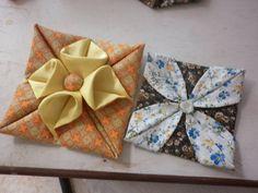 Flowers Fabric Diy Link Ideas - Her Crochet Origami Quilt, Fabric Origami, Quilted Ornaments, Fabric Ornaments, Christmas Sewing, Christmas Crafts, Sewing Crafts, Sewing Projects, Miniature Quilts