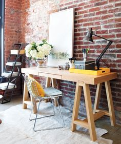 (Design by Feasby & Meeks, from Style At Home) Small Home Office Design House Design, Interior, Home, Space Interiors, Stylish Loft, House Styles, House Interior, Home Office Design, Bertoia Side Chair