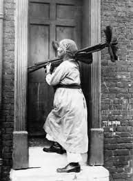 woman chimney sweep in Kent, 'carrying on the business of her husband who was a sweep before the war' Old Pictures, Old Photos, Vintage Pictures, Vintage Images, Chimney Sweep, Clean Sweep, Women In History, British History, First World