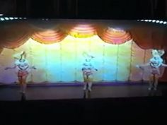 .Bugs Bunny and Honey Bunny from Looney Tunes in a live show!