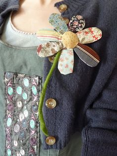 The crafte nook blogspot....Flipperty flopperty flower brooch...cute accent or something to incorporate into an upcycled piece of fabric