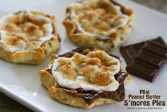 Melissa's Southern Style Kitchen: Mini Peanut Butter S'mores Pies