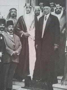 ولي العهد السعودي اﻷمير سعود بن عبدالعزيز مع زعيم مصر سعد زغلول باشا في اول زيارة له الي مصر عام 1926م.crown prince of saudi,price saud bin abdul aziz with egyptian leader saad zaghloul Basha in his first visit to Egypt.