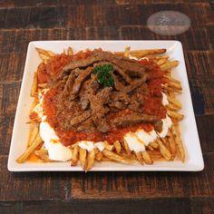 Bodrum Kebap - Cökertme Kebab - Rindersteakstreifen auf frittierten Kartoffeln mit Joghurt- und Tomatensoße