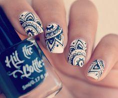 #Mandalas #mandalanails #nails #nailart #diseñodeuñas #uñas #uñasblancoynegro #blackandwhite #nailvzla #hitthebottle #mandala
