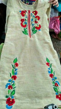 Embroidery Suits Punjabi, Embroidery Suits Design, Hand Embroidery Designs, Embroidery Dress, Designer Anarkali Dresses, Designer Punjabi Suits, Indian Designer Wear, Latest Salwar Kameez Designs, Kurta Designs Women