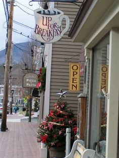 Up For Breakfast - 4935 Main Street, Manchester Center New England States, New England Fall, New England Travel, Manchester Center, Manchester Vermont, Vacation Destinations, Vacation Spots, Summer Vacations, Le Vermont