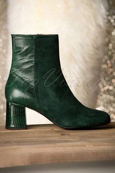Jean Leather Booties in Dark Green Rockabilly, 60s Shoes, Jean Shrimpton, Green Boots, Dark Jeans, Online Gratis, Green Suede, Leather Booties, High Heel Pumps