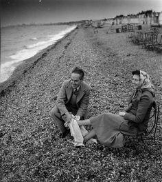 Atelier Robert Doisneau |Galeries virtuelles desphotographies de Doisneau - Pays étrangers - Angleterre Plage anglaise 1950