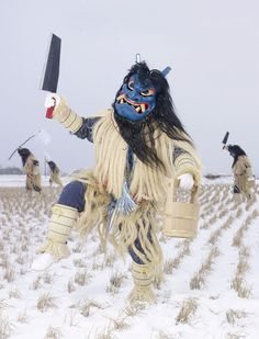 YOKAINOSHIMA In just after finishing his European tour of winter masquerades (Wilder Mann), Charles Fréger began a photography project exploring Japan's Charles Freger, Costume Ethnique, Magazine Japan, Foto Fun, Arte Tribal, Celebration Around The World, Japanese Folklore, Scary Monsters, Fantasy Creatures
