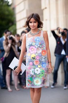 Fall 2012 Couture Street Style: Miroslava Duma is ready for summer in her playful floral shift dress. Spring Fashion, Girl Fashion, Paris Fashion, Fashion Shoes, Street Chic, Street Style, Divas, Vogue, Inspiration Mode