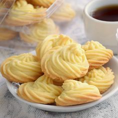 Make these Melting Moments to share with family and friends. It is those butter cookies that will melt in your mouth, crumbly and rich in buttery flavor. Recipes cookies Melting moments - The 5 ingredients butter cookies (easy recipe) Fun Easy Recipes, Sweet Recipes, Easy Meals, New Easy Recipe, Halal Recipes, Cheap Recipes, Soup Recipes, Baking Recipes, Cookie Recipes