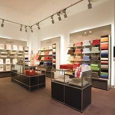 USM Haller Shelves and showcase for retail