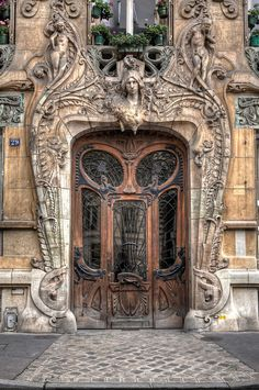 The Best Door in Paris. OH! MY! GOSH! Can we just move this entire building to be my new home, please?????