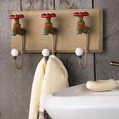 Vintage Faucet Wall Hooks (love this for outside a sauna) Decoration, Art Decor, Home Decor, Wooden Blocks, Vintage Walls, Vintage Hooks, Diy Organization, Diy Storage, Fashion Room