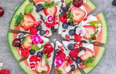 Looking for a healthy snack or dessert? Try making this watermelon pizza! It only takes 10 minutes. Watermelon Pizza, Watermelon Recipes, Fruit Recipes, Pizza Recipes, Cooking Recipes, Watermelon Designs, Honey Recipes, Clean Eating Snacks, Healthy Snacks