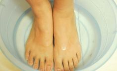 How to give yourself a pro pedicure soak.epson salt and scented oils for aromatherapy and dry feet. Sally's beauty supply carries the powder for soaks the pros use. Pedicure Soak, French Pedicure, Pedicure Ideas, Glow Nails, Ingrown Toe Nail, Scented Oils, Natural Cures, Skin Treatments, Home Remedies