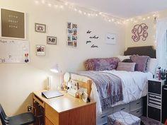 cuddle season is here College Bedroom Decor, Cool Dorm Rooms, College Room, Dorm Desk Decor, Dorm Room Layouts, Dorm Room Designs, Dorm Themes, College Dorm Decorations, Console Tv