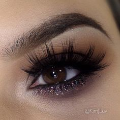 Dark smokey eye with glitter   Love this make up!