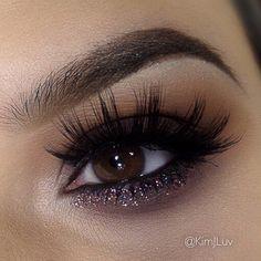 Dark smokey eye with glitter #eyes #eye #makeup #eyeshadow #glitter #bold #dramatic #dark #smokey