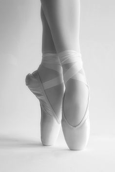Ballet is the only thing. If my dream of being a pediatrician doesn't peruse, I will love to be a professional ballet/dance Ballet Feet, Ballet Dancers, Dance Photos, Dance Pictures, Ballet Pictures, Shoe Display, Display Ideas, Pointe Shoes, White Ballet Shoes