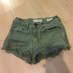 Cheeky shorts Gently worn. Size 1 fits like a 0. Bullhead Shorts Jean Shorts