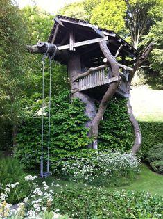 kleines Baumhaus mit Schaukel englischer Garten #garden #house #kids
