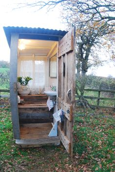 Ensuite for the Shepherds hut, with hot water lighting and fluffy towels. Posh composting !